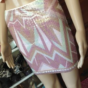 Mini skirt with sequins all over, very pretty